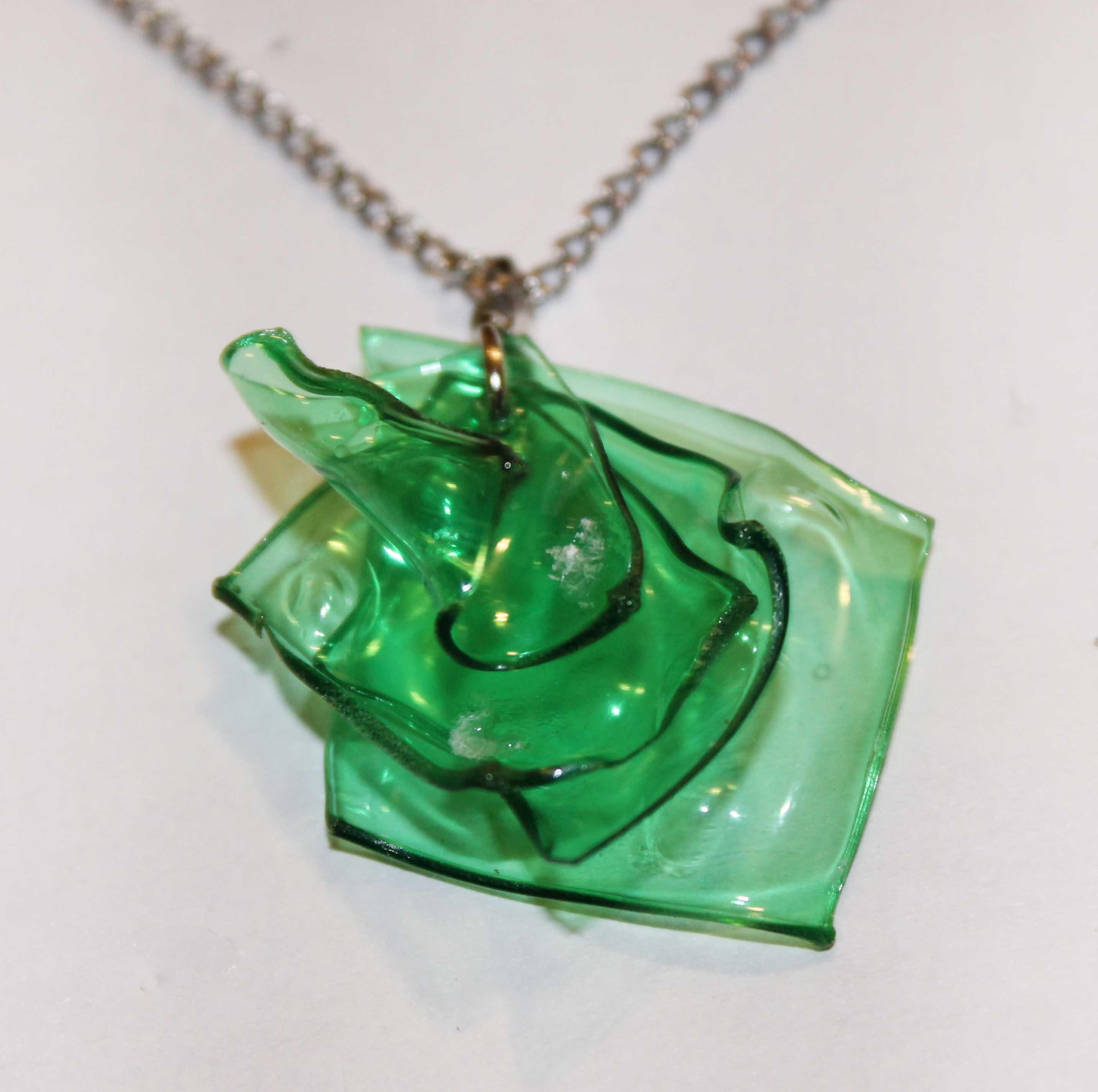 Read more about the article Collar reciclando botellas de plástico