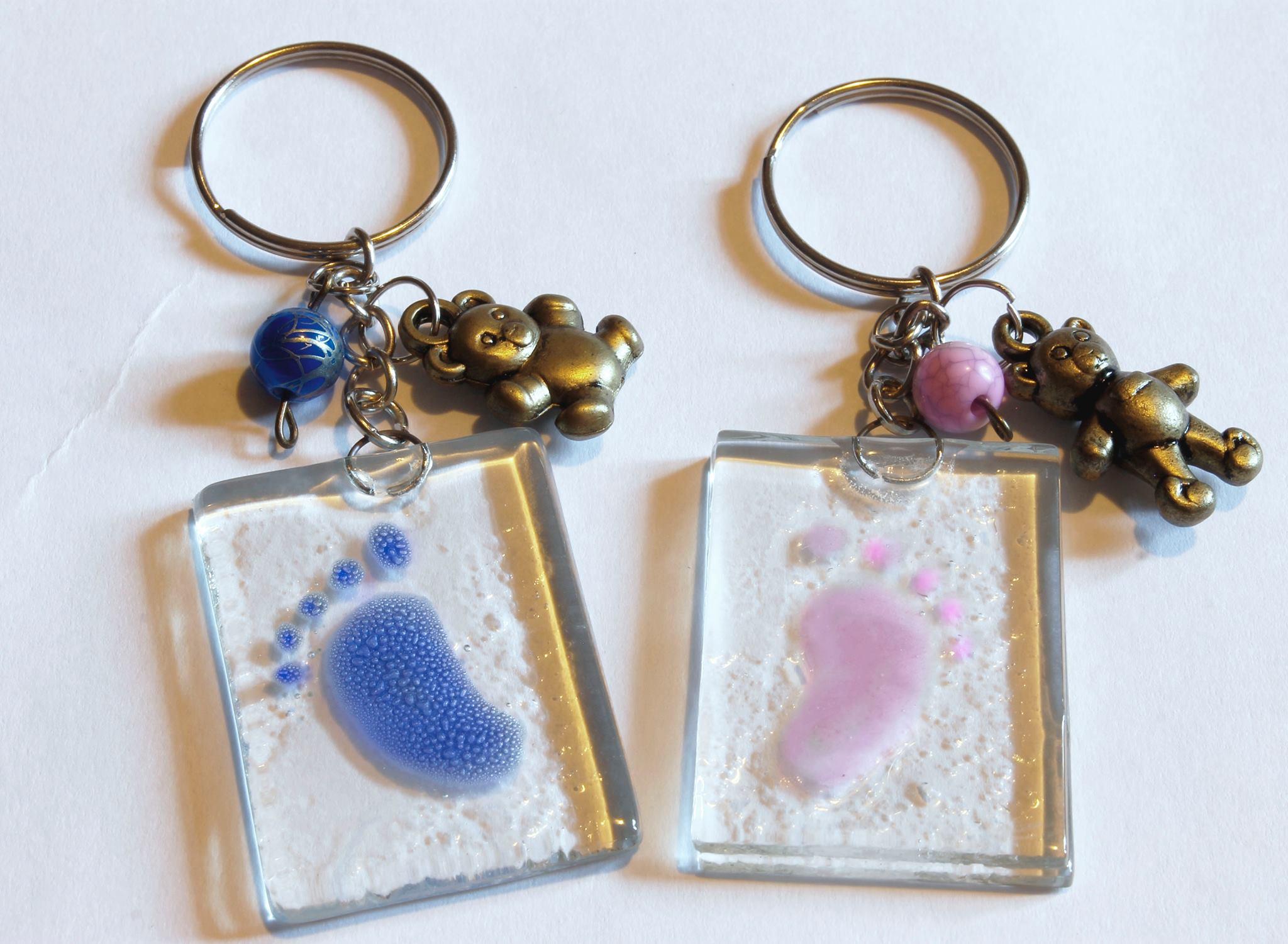 Originales llaveros en vitrofusión para baby shower