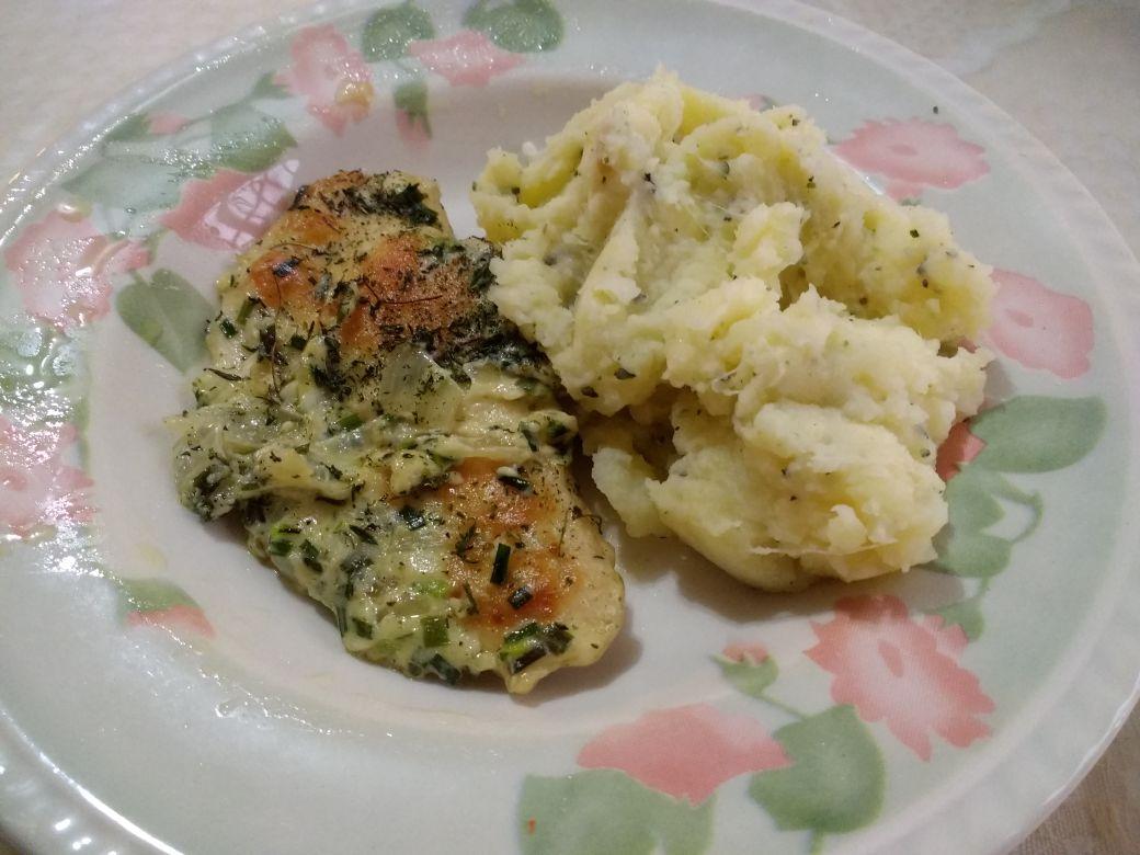 Pechugas de pollo al verdeo con puré